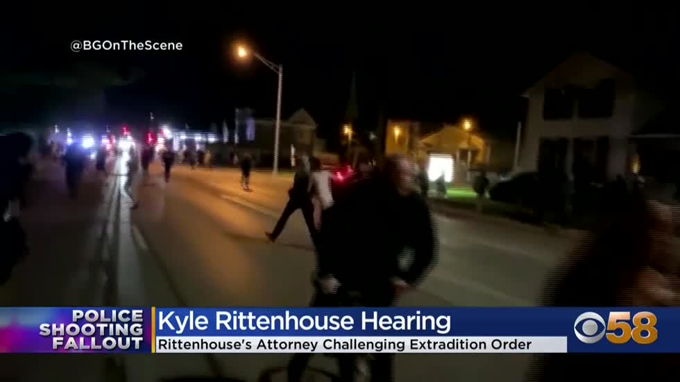 Kyle Rittenhouse, 17-year-old charged in Kenosha shootings, fights...